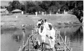 Gandhi at Malikanda