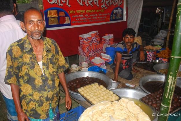 তুইতাল মেলায় মিষ্টির দোকান, নবাবগঞ্জ
