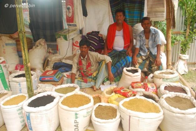 তুইতাল মেলায় মসলার দোকান, নবাবগঞ্জ
