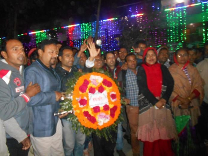 দোহার উপজেলা আওয়ামী লীগের পুস্পস্তবক অর্পণ