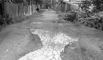 নবাবগঞ্জ সিংগাইর-সড়কের বেহাল অবস্থা