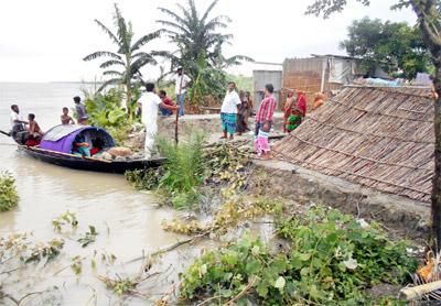 পদ্মায় পানি বৃদ্ধি অব্যাহত: দোহার নবাবগঞ্জে চরাঞ্চল ও নিম্নাঞ্চল প্লাবিত