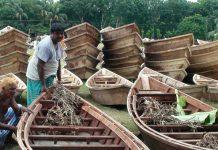 মানিকগঞ্জে শত বছরের নৌকার হাট এখনো জমজমাট