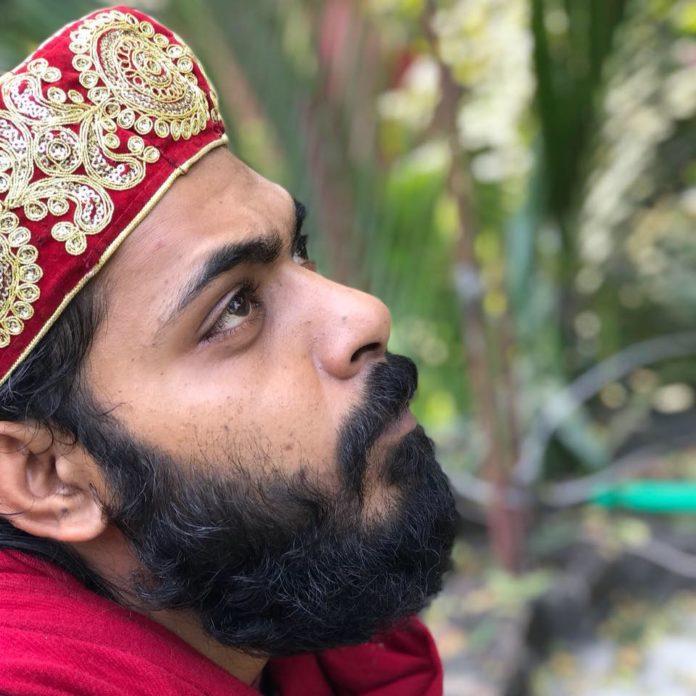 গালিমপুর মাজারে নিয়মিত যাচ্ছেন আরফিন রুমী