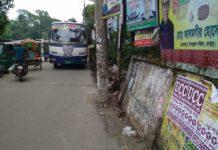 গাড়ির ধাক্কায় ভেঙ্গে পড়েছে দোহার উপজেলা সীমানা প্রাচীর