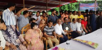 নবাবগঞ্জে নৌকা বাইচ প্রতিযোগিতা