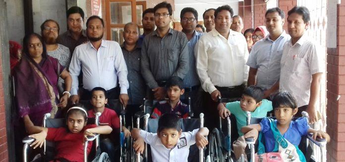 দোহারে প্রতিবন্ধী শিক্ষার্থীরা পেলো হুইল চেয়ার