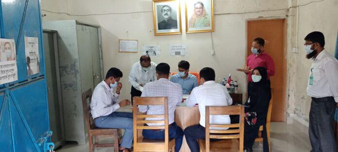 জেলা প্রশাসকের দোহার উপজেলা ভূমি অফিস পরিদর্শন