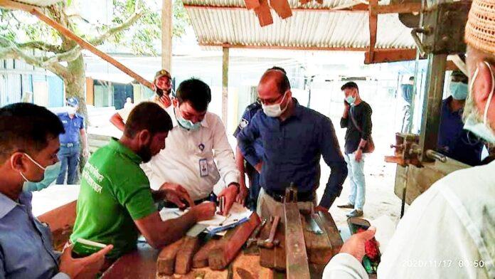 দোহারে ৩টি স'মিলকে ভ্রাম্যমাণ আদালতের জরিমানা